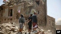 Serangan udara koalisi pimpinan Saudi menghantam perumahan penduduk di ibukota Sana'a, Yaman 19 September 2015 (foto: dok).