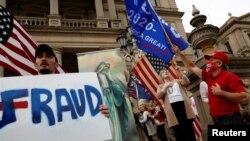 現任總統特朗普的支持者在密歇根州州府抗議民主黨候選人拜登被宣布勝選(路透社2020年11月8日)