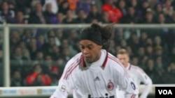 Ronaldinho dipanggil masuk timnas Brazil untuk pertama kalinya dalam 18 bulan oleh pelatih Mano Menezes.