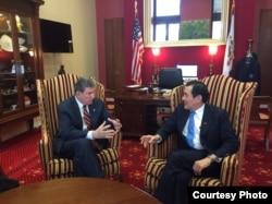 马英九与美国参议员曼钦会面 (马英九办公室提供)