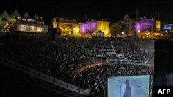Këngëtarja Sky Ferreira hedh në treg albumin e parë të saj