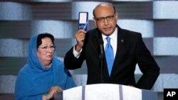 Trump, además, insinuó que Ghazala Khan, quien acompañó a su esposo durante el discurso, no tenía permitido hablar.