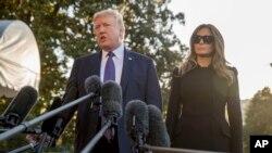 川普总统在第一夫人的陪同下在白宫南草坪登机前往拉斯维加斯之前向记者讲话。 (2017年10月4日)