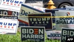 佛羅里達州邁阿密市展示著支持民主黨拜登-哈里斯競選搭檔和共和黨特朗普-彭斯競選搭檔的標誌。(2020年10月27日)