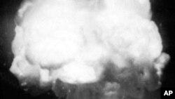 Первый взрыв атомной бомбы (1945 г.)