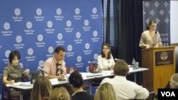 Georgetown Üniversitesi'ndeki panelde konuşmacılar soldan sağa: Denise Natali, Ömer Taşpınar, Mona Yacoubian, Gönül Tol