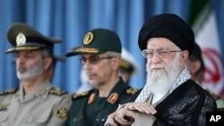 伊朗哈梅內伊6月30日檢閱了該國軍隊。