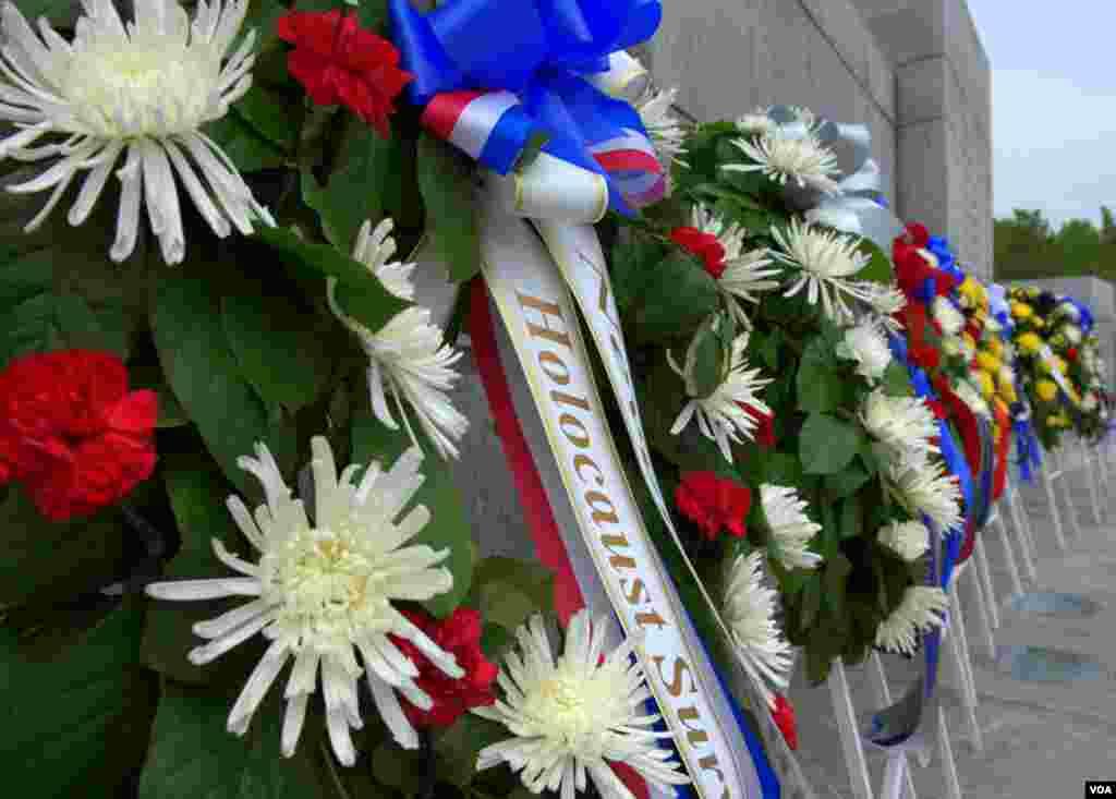 Венки. Национальный мемориальный комплекс ветеранов Второй мировой