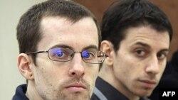 Hai nhà leo núi người Mỹ Shane Bauer (trái) và Josh Fattal mỗi người bị phạt 5 năm tù về tội gián điệp và 3 năm tù về tội nhập cảnh trái phép