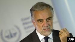 Trưởng đoàn Công tố của ICC Luis Moreno-Ocampo nói ông đang vận động trát bắt 2 lãnh chúa phạm tội chống lại nhân loại và tội ác chiến tranh ở CHDC Congo
