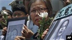 6일 사망한 리왕양을 추모하는 시민들(자료사진).