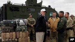 Presiden ASDonald Trump mengunjungi wilayah perbatasan AS-Meksiko di kota McAllen, Texas, Kamis (10/1).