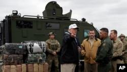 美国总统特朗普周四在美墨边境视察
