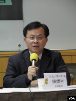 台北大学教授陈耀祥(美国之音申华拍摄)