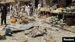 Bezbednosni zvaničnici na mestu napada u Landi Kotalu, na severozapadu Pakistana