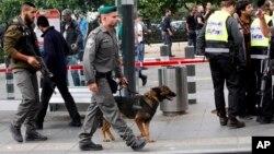 Israeli police secure the scene of a stabbing in Jerusalem, Oct. 30, 2015.