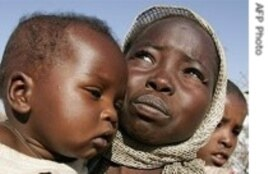 Displaced woman and her child in Darfur.