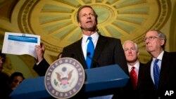 Senadores republicanos la emprenden contra el Obamacare durante una rueda de prensa en Washington.