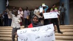 Grève au Soudan: des centaines d'employés maintiennent la pression sur l'armée