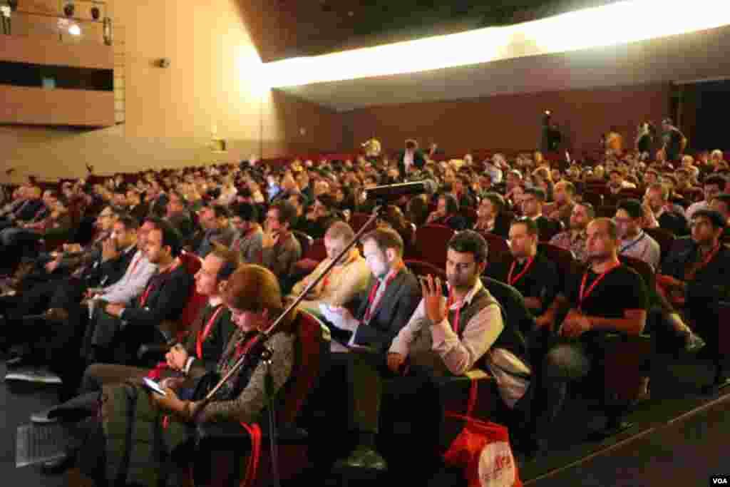 نمایی از شرکت کنندگان در سومین همایش آیبریج یا پل بین کارآفرینها در بارسلون اسپانیا