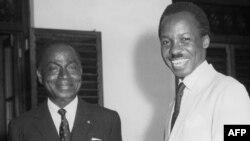 Félix Houphouët-Boigny, à gauche, avec l'ancien président de la Tanzanie, Julius Nyerere, Dar es Salam, le 1er janvier 1962.