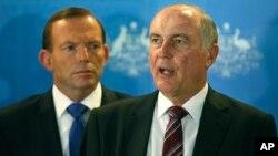 El vice primer ministro australiano Warren Truss explica que el avión de Malaysia Airlines volaba en automático cuando se estrelló.