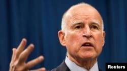 El gobernador de California, Jerry Brown, ha invitado al presidente Donald Trump a visitar proyectos de construcción de un tren de alta velocidad.