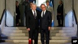 Tổng thống Pháp Francois Hollande (phải) tưởng niệm Thế chiến thứ nhất cùng Tổng thống Đức Joachim Gauck (trái) tại Đài tưởng niệm Quốc gia Hartmannswillerkop, ở Wattwiller, miền đông nước Pháp, ngày 3 tháng 8, 2014.