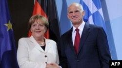 Thủ tướng Ðức Angela Merkel gặp Thủ tướng Hy Lạp Georgios Papandreou tại Berlin, ngày 27/9/2011