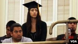 Los jóvenes deben llevar al menos dos años en la universidad o en las fuerzas armadas.