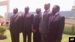 Os ministros ds Transportes e Comunicações de Moçambique, Zâmbia,Zimbabwe, Malaui e Tanzânia reunidos em Nampula.