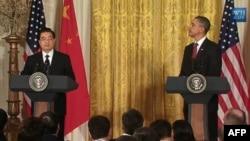 Tổng thống Hoa Kỳ Barack Obama (phải) và Chủ tịch Trung Quốc Hồ Cẩm Ðào dự cuộc họp báo chung tại Tòa Bạch Ốc