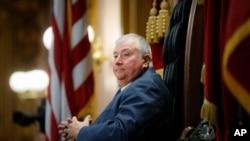 La foto del 30 de octubre de 2019 muestra al legislador estatal de Ohio Larry Householder, republicano, en una sesión legislativa en Columbus.