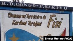 Un monument entre le territoire d'Uvira et celui de Fizi, Sud-Kivu, 27 septembre 2017. (VOA/Ernest Muhero).