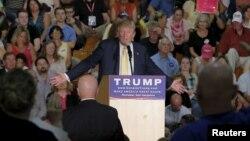 Ứng cử viên Tổng thống của đảng Cộng hòa Donald Trump tại một cuộc họp chiến dịch ở Rochester, New Hampshire ngày 17/9/2015.