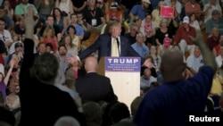 川普9月17日在新罕布什爾州的競選集會上回答支持者問題