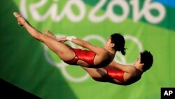 China's Liu Huixia and Chen Ruolin compete during the women's synchronized 10-meter platform diving final in the Maria Lenk Aquatic Center at the 2016 Summer Olympics in Rio de Janeiro, Brazil, Aug. 9, 2016.