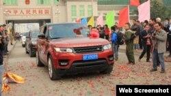 Xe ôtô du lịch tự lái Trung Quốc vào tham quan Móng Cái năm 2014. Ảnh chụp màn hình trang web vnexpress.net