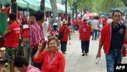 Phe 'Áo đỏ' cắm trại ở thủ đô Bangkok vào lúc cuộc biểu tình của họ bước sang ngày thứ sáu liên tiếp