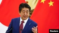 日本首相安倍晉三在北京人大會堂出席記者會 (2018年10月26日)