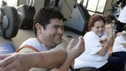 """People taking part in Argentinian TV show """"A Matter of Weight"""" in 2007"""