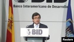 El presidente del BID, Luis Alberto Moreno afirma que si se mejora la velocidad de internet aumenta la productividad.