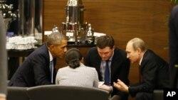 دیدار باراک اوباما رئیس جمهوری آمریکا (چپ) و ولادیمیر پوتین رئیس جمهوری روسیه در حاشیه نشست گروه ۲۰ - ۲۴ آبان ۱۳۹۴ آنتالیا، ترکیه