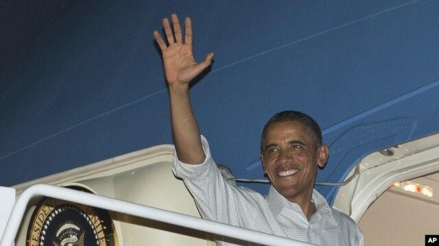 Serokê Amerîka Barack Obama ji bingeha hevbeş ya Joint Base Pearl Harbor-Hickam ya li honolusu, Hawai vedigere Washingtonê