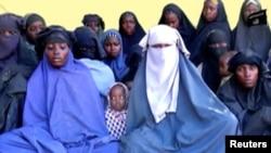 Boko Haram စစ္ေသြးၾကြအဖဲြ႔က ဖမ္းဆီးသြားတယ္လုိ႔ဆုိတဲ့ ေက်ာင္းသူေတြထဲက တခ်ဳိ႕ကုိ ျပန္လည္ကယ္တင္ႏုိင္ခဲ့