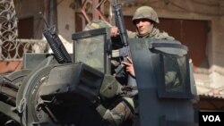 Lebanese Soldiers patrol Syria street (Jamie Dettmer/VOA)