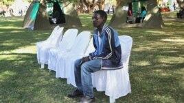 Un Zimbabween attend de savoir s'il est séropositif ou non