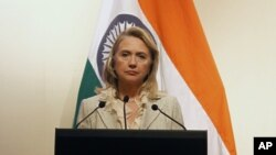 U.S. Secretary of State Hillary Clinton pauses during a joint news conference with India's Foreign Minister Somanahalli Mallaiah Krishna (unseen) in New Delhi May 8, 2012.