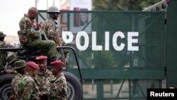 Maafisa wa polisi nchini Kenya wakiwa katika doria