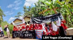 Aksi penolakan warga Wadas yang berujung bentrokan dengan polisi. (Foto: Courtesy/LBH Yogya)